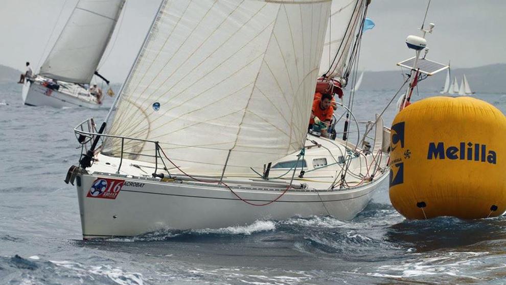 El barco Acrobat, patroneado por Diego de Miguel, durante una regata...