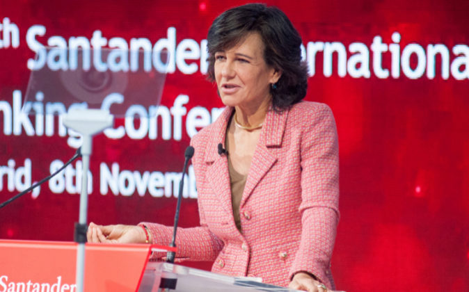 La presidenta de Banco Santander, Ana Botín, durante el discurso...