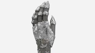 Contra Mundum Evening Glove, es un guante en oro blanco y diamantes...