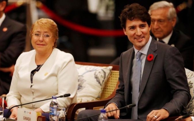 La presidenta chilena, Michelle Bachelet, y el primer ministro...