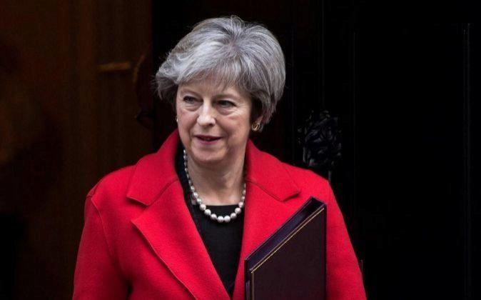 La primera ministra británica, Theresa May, abandona el 10 de Downing...