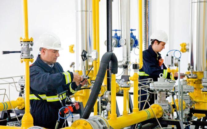 Técnicos de Redexis Gas en una planta