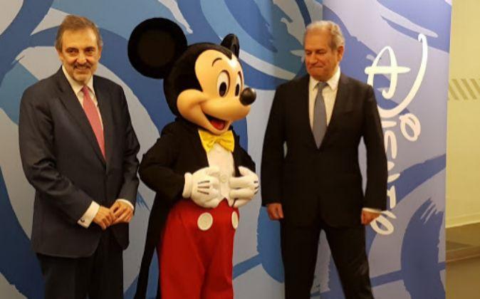 El presidente de Telefónica España, Luis Miguel Gilpérez, y Simón...