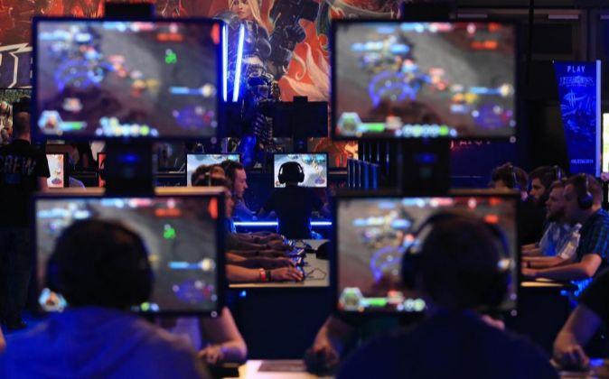 Esports est listo el negocio de los videojuegos para - Db direct empresas ...