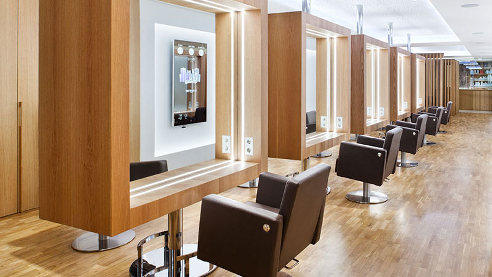El salón de belleza Muro, ubicado en Madrid, destaca por su...