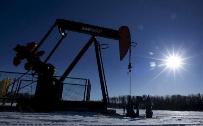 Imagen de pozos petrolíferos en Canadá