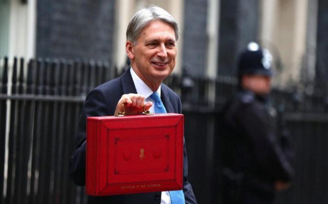 El ministro de Hacienda del Gobierno británico, Philip Hammond,...