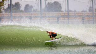 John John Florence, surfeando una ola en el Surf Ranch de Kelly...