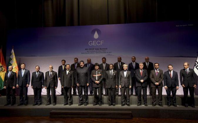 Los asistentes al IV Foro de Países Exportadores de Gas (FPEG) posan...
