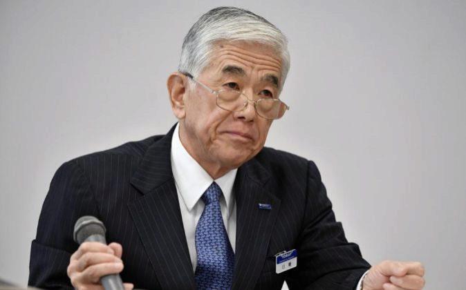El presidente de Toray Industries Inc., Akihiro Nikkaku, participa...