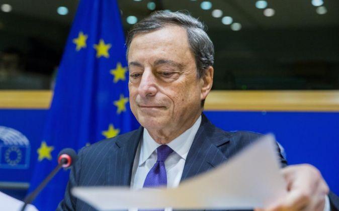 El presidente del Banco Central Europeo (BCE), Mario Draghi, antes de...