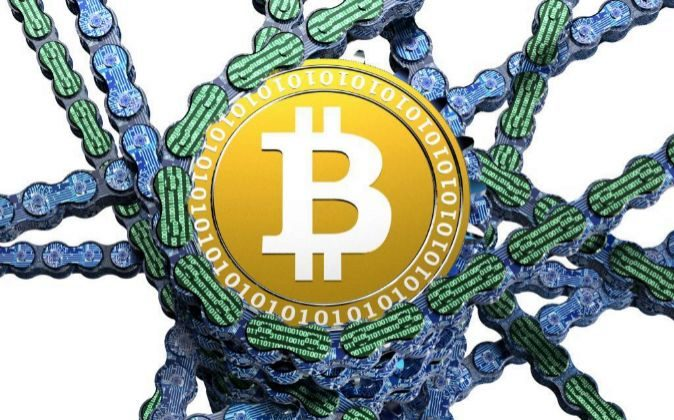 Recreación de un 'blockchain' con una moneda de bitcoin