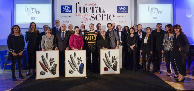 Imagen de familia de los premiados y el patrocinador, junto al...