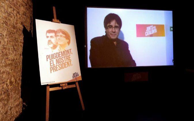 Carteles electorales de los candidatos de Junts per Catalunya durante...