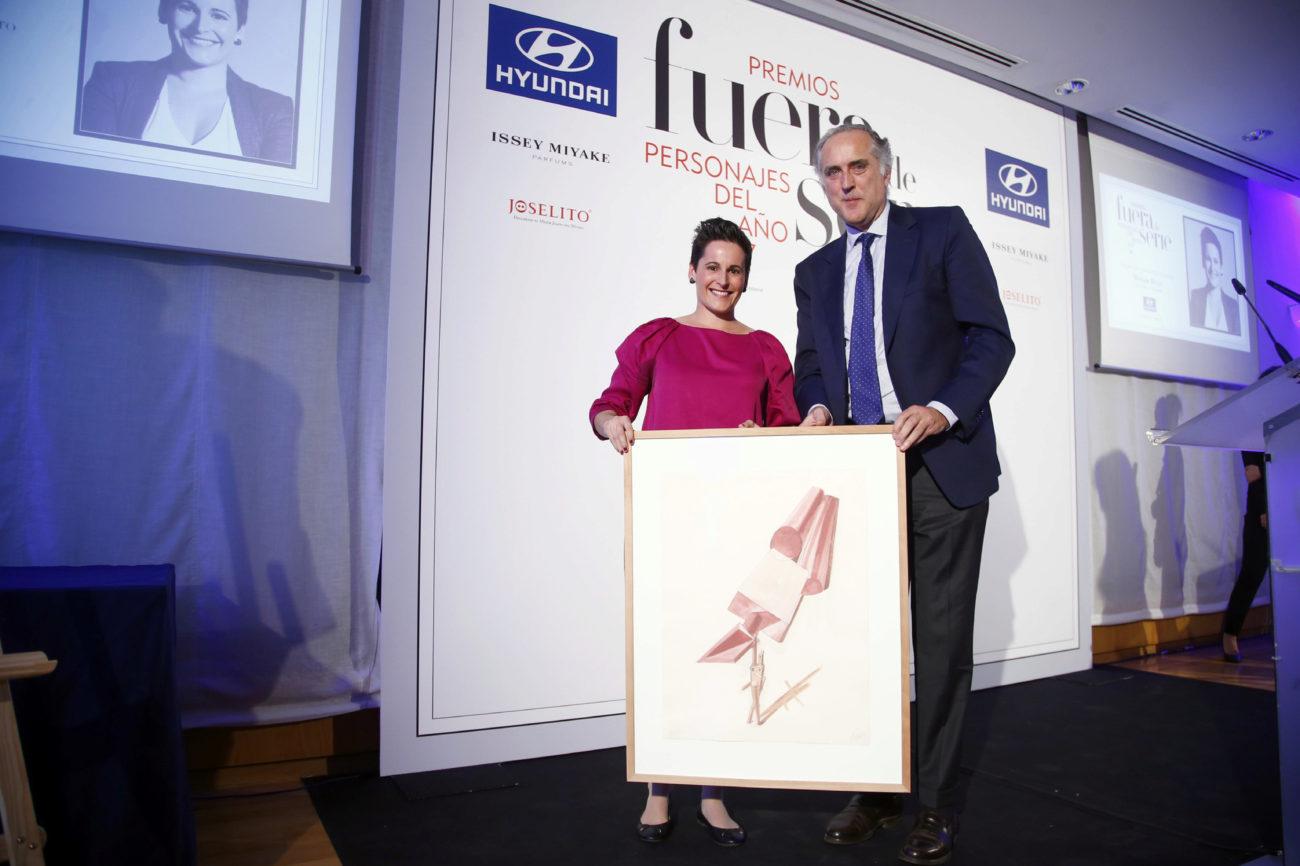 Miriam Reyes, premio Joven Talento de Hyundai, con Juan José...