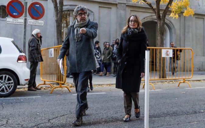 Jordi Pina, iz., abogado de los exconsejeros de la Generalitat y...