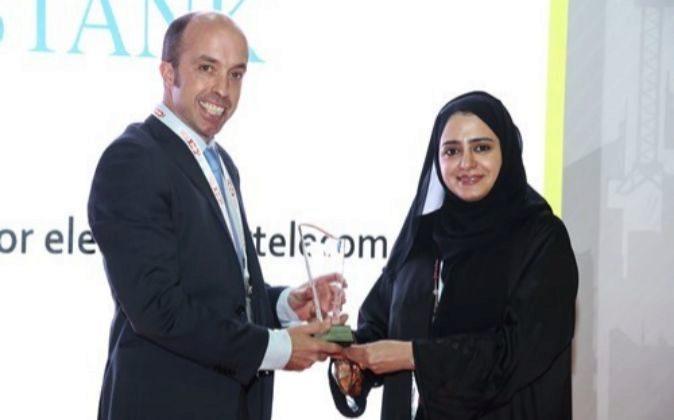 Juan Gazpio, director comercial de Hidrostank, y Anwaar Al Shimmari,...