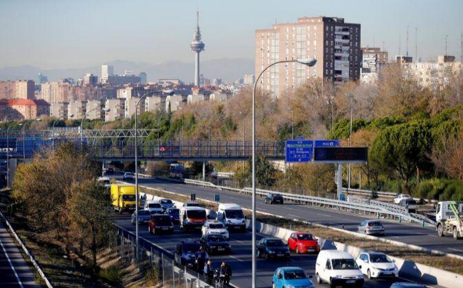 Vista del tráfico en la salida de Madrid por la carretera de Valencia...