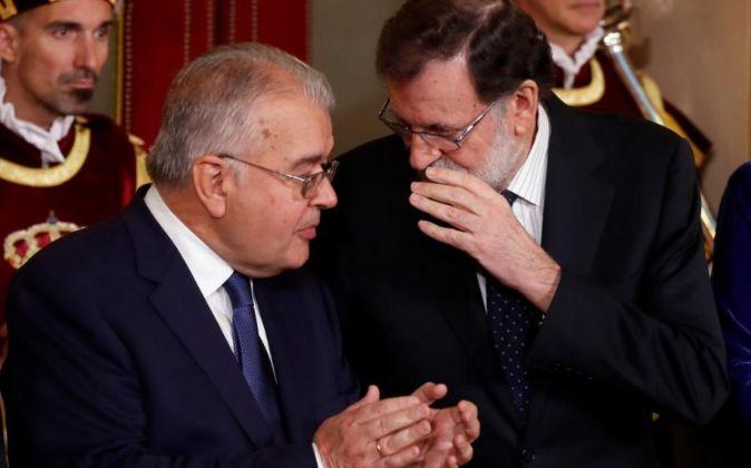El presidente del Gobierno, Mariano Rajoy y el presidente del Tribunal...