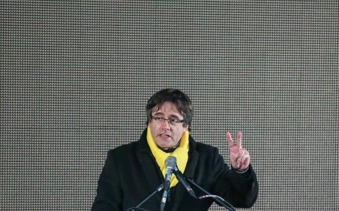 El expresidente de la Generalitat Carles Puigdemont ayer pronunciando...