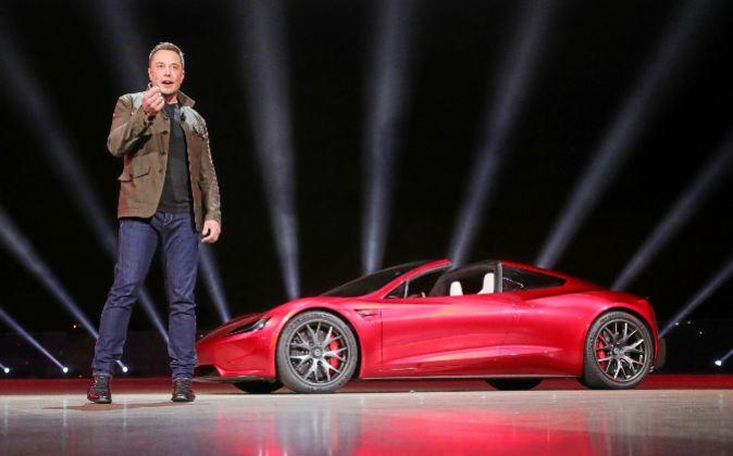 Los coches del futuro. El fundador de Tesla, Elon Musk, durante la...