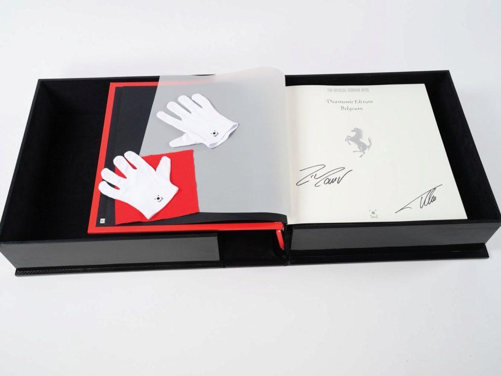 El exclusivo libro de Ferrari ha salido a subasta en New York Icons de...