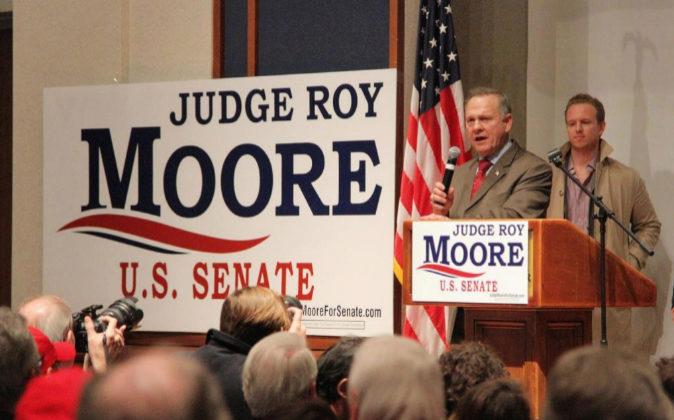 El candidato republicano al Senado Roy Moore dice hoy a sus seguidores...