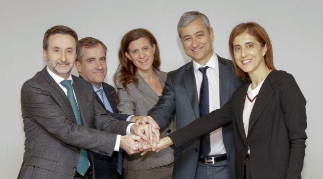 El Consejero Delegado de Repsol, Josu Jon Imaz, y la Presidenta de...