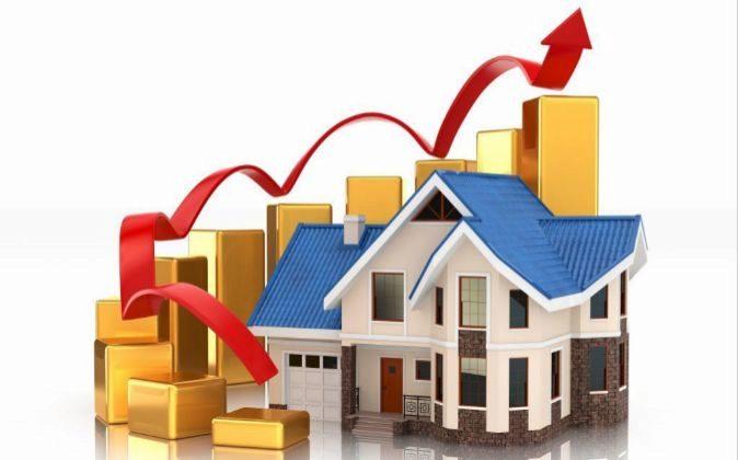 Casa con una flecha al alza que indica que los precios van en aumento.