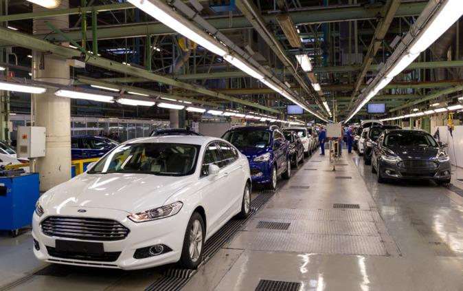 Línea del Ford Mondeo en la factoría de Almussafes en Valencia.