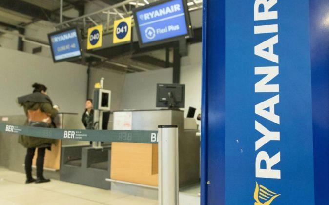 Vista de un mostrador de la aerolínea Ryanair en el aeropuerto de...