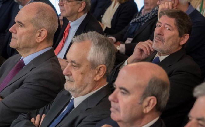 Los expresidentes Manuel Chaves y José Antonio Griñán, el...