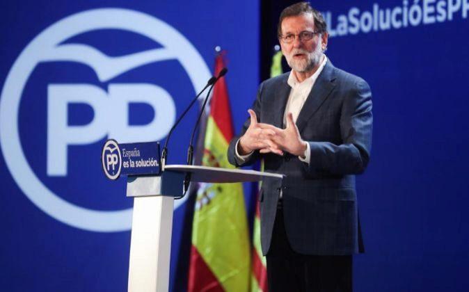 El presidente del Gobierno y del Partido Popular, Mariano Rajoy,...