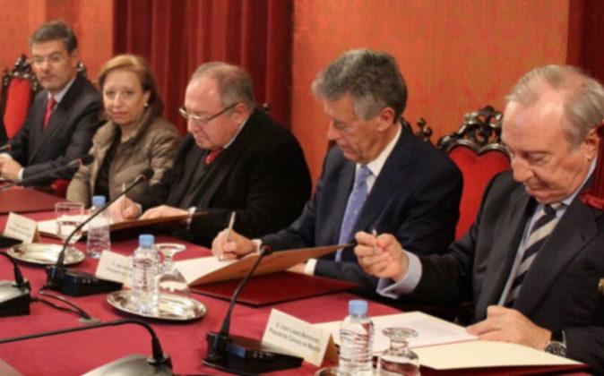 Firma del memorando en presencia del ministro de Justicia, Rafale...