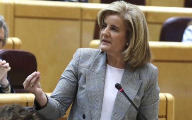 La ministra de Empleo, Fátima Báñez, en el Senado.