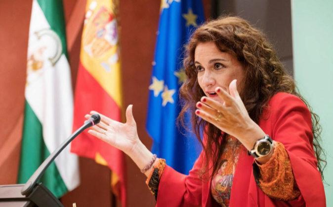 La consejera de Hacienda de la Junta de Andalucía, María Jesús...