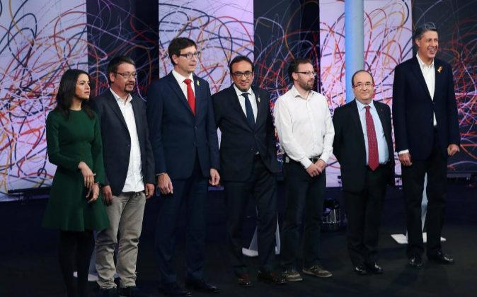 Los candidatos a las elecciones catalanas posan el pasado 19 de...