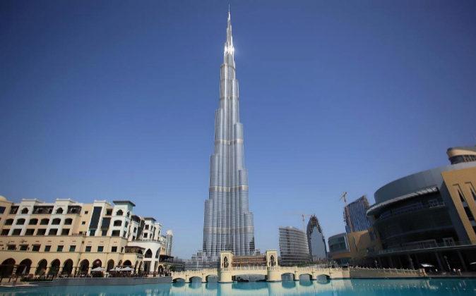 Rascacielos Burj Khalifa en Dubái, la estructura más alta hasta la...