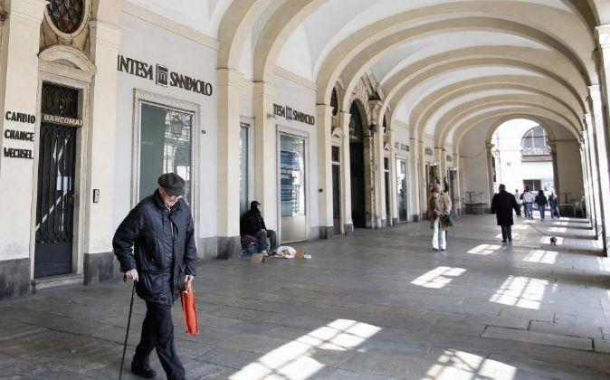 Sucursal de Intesa Sanpaolo en Turin, Italia.