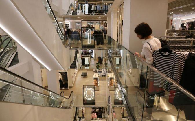 Interior de una tienda de H&M.