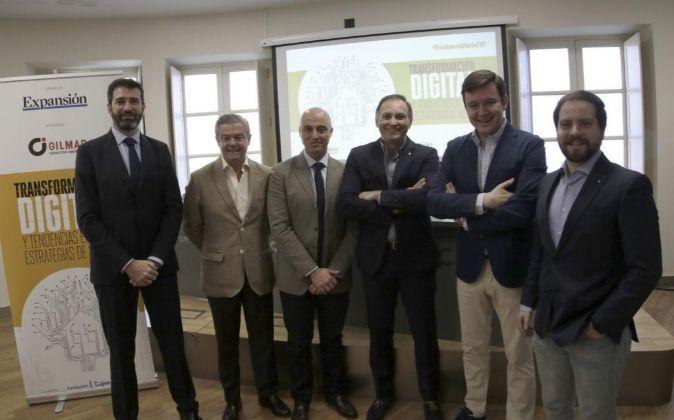 De izquierda a derecha, Ignacio González, delegado de EXPANSIÓN en...
