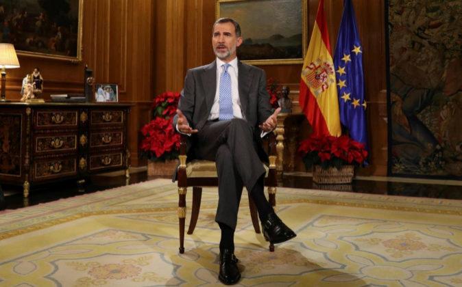El Rey Felipe VI, durante su tradicional mensaje de Navidad desde el...