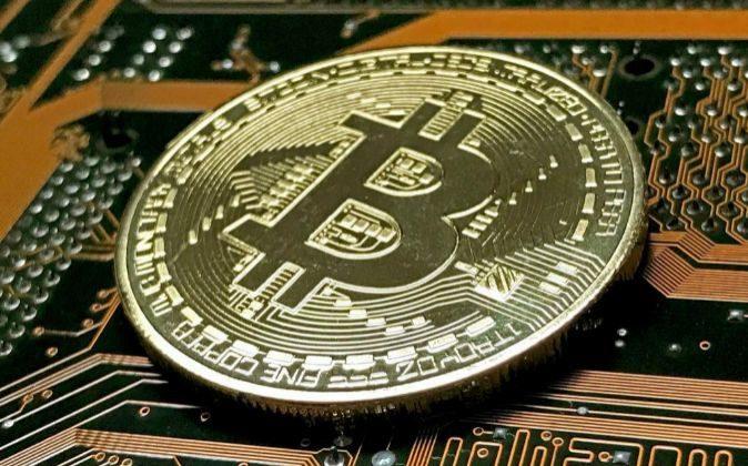 Moneda simbólica de Bitcoin.
