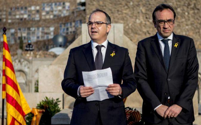 Los exconsellers y diputados electos Jordi Turull (i) y Josep Rull (d)...
