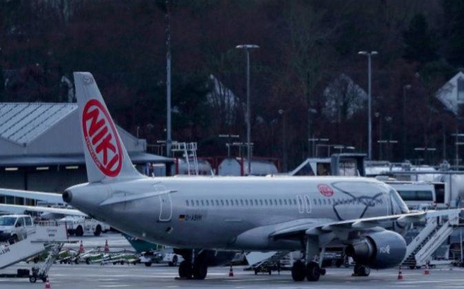 La aerolínea austríaca Fly NIKI estacionado en el Aeropuerto...