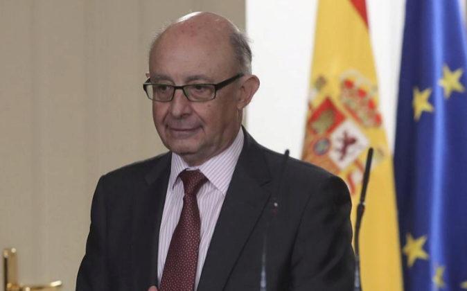 El ministro de Hacienda, Cristóbal Montoro, a su llegada a la rueda...
