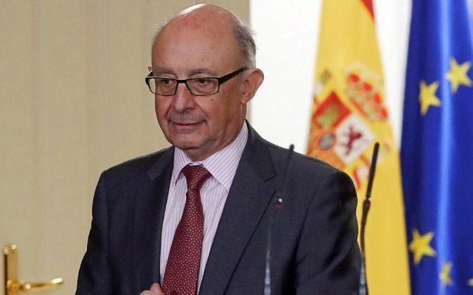 Cristóbal Montoro, ministro de Hacienda, ayer tras el Consejo de...