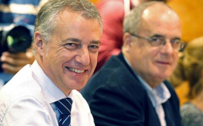 El lehendakari Iñigo Urkullu, (i) junto al dirigente Joseba Egibar.