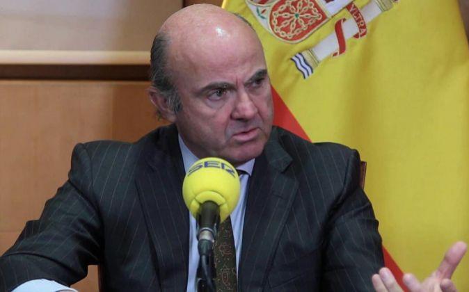 El ministro de Economía, Luis de Guindos, que ha cifrado hoy en unos...