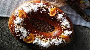 Esponjoso, suave, de masa madre y decorado únicamente con azúcar...